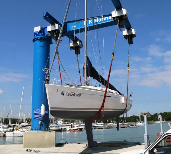 Yacht lift at RK Marine